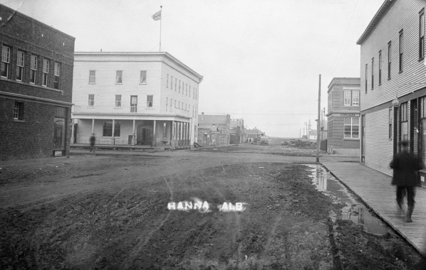 Hanna 1918. Perhaps a railway man heading to the National Hotel (upper left) on his day off. Photo courtesy of the Glenbow Archives.